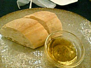 塩パンとオリーブオイルとおいしいハンバーグ