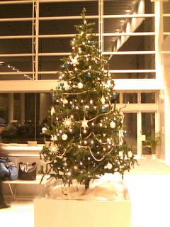 びわ湖ホールのクリスマスツリー